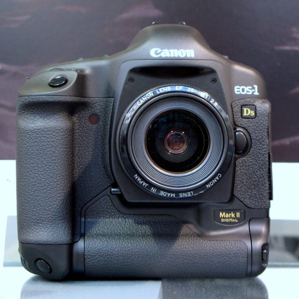 File:Canon EOS-1Ds Mark II img 0756.jpg - Wikimedia Commons