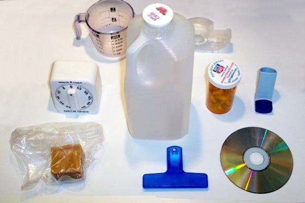 File:Plastic household items.jpg