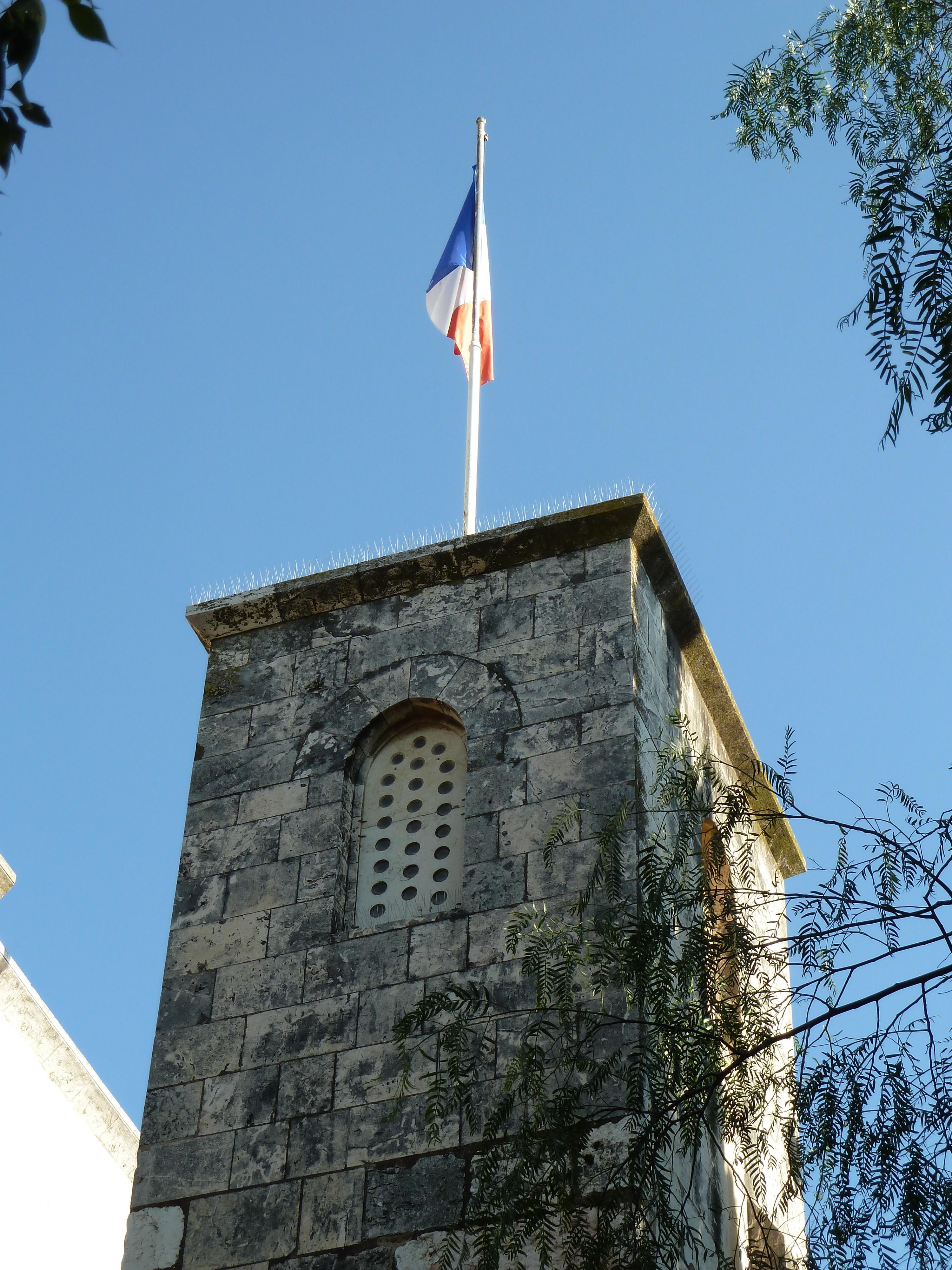 https://i1.wp.com/upload.wikimedia.org/wikipedia/commons/b/b3/Old_Jerusalem_Saint-Anne_church_french_flag.jpg