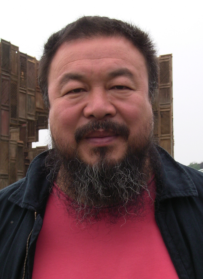 Ai Weiwei vor Template auf der Documenta 12 im Juni 2007