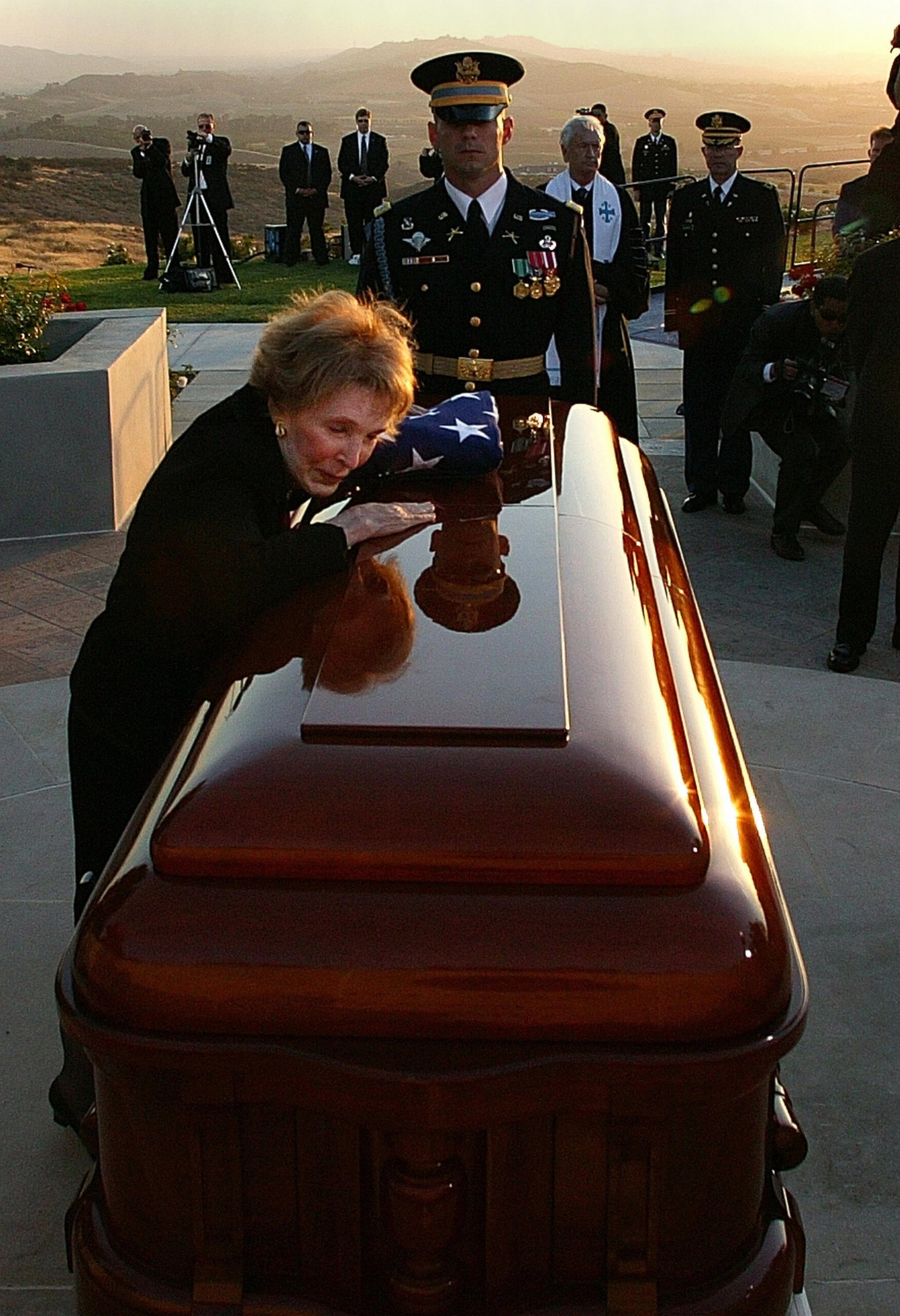 Nancy Reagan says her last goodbyes to the pre...