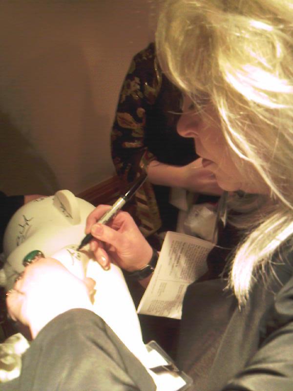 Tanith Lee signing.jpg