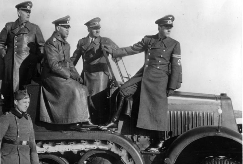 File:Bundesarchiv Bild 146-1971-016-25, Waffenvorführung, Keitel, Hitler, Speer.jpg