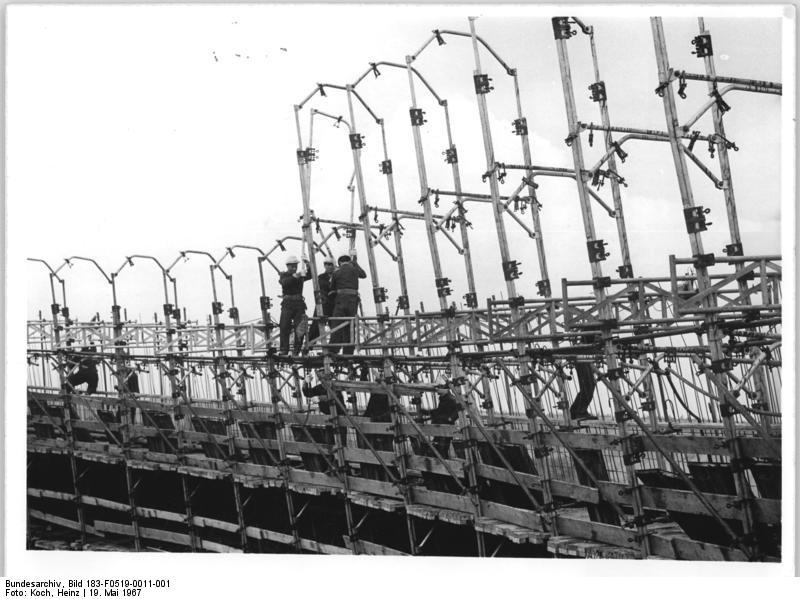 File:Bundesarchiv Bild 183-F0519-0011-001, Baustelle Kraftwerk Thierbach, polnische Monteure.jpg