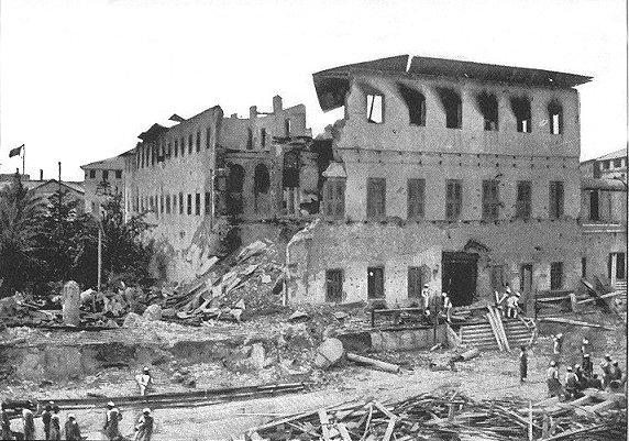 Zerstörtes Gebäude nach dem Angriff im Britisch-Sansibarischen Krieg