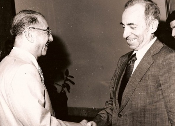 https://i1.wp.com/upload.wikimedia.org/wikipedia/commons/b/b9/Baath_Party_founder_Michel_Aflaq_with_Iraqi_President_Ahmad_Hasan_al-Bakr_in_Baghdad_in_1968.jpg