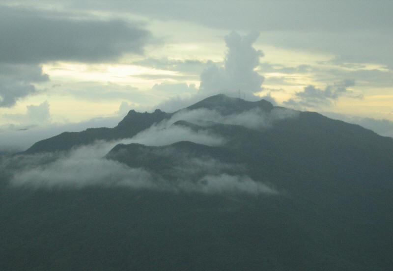 Berkas: Pico El Yunque.jpg