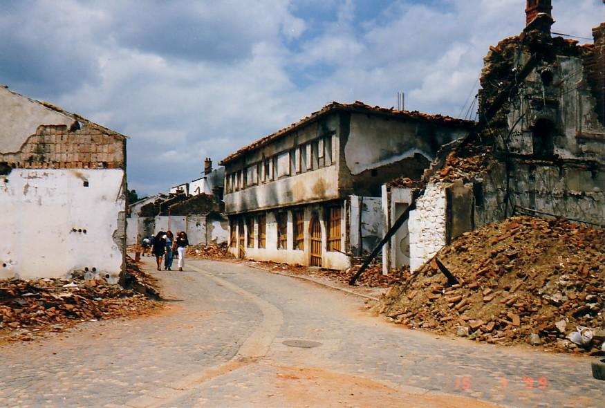 Zburzone budynki w Kur