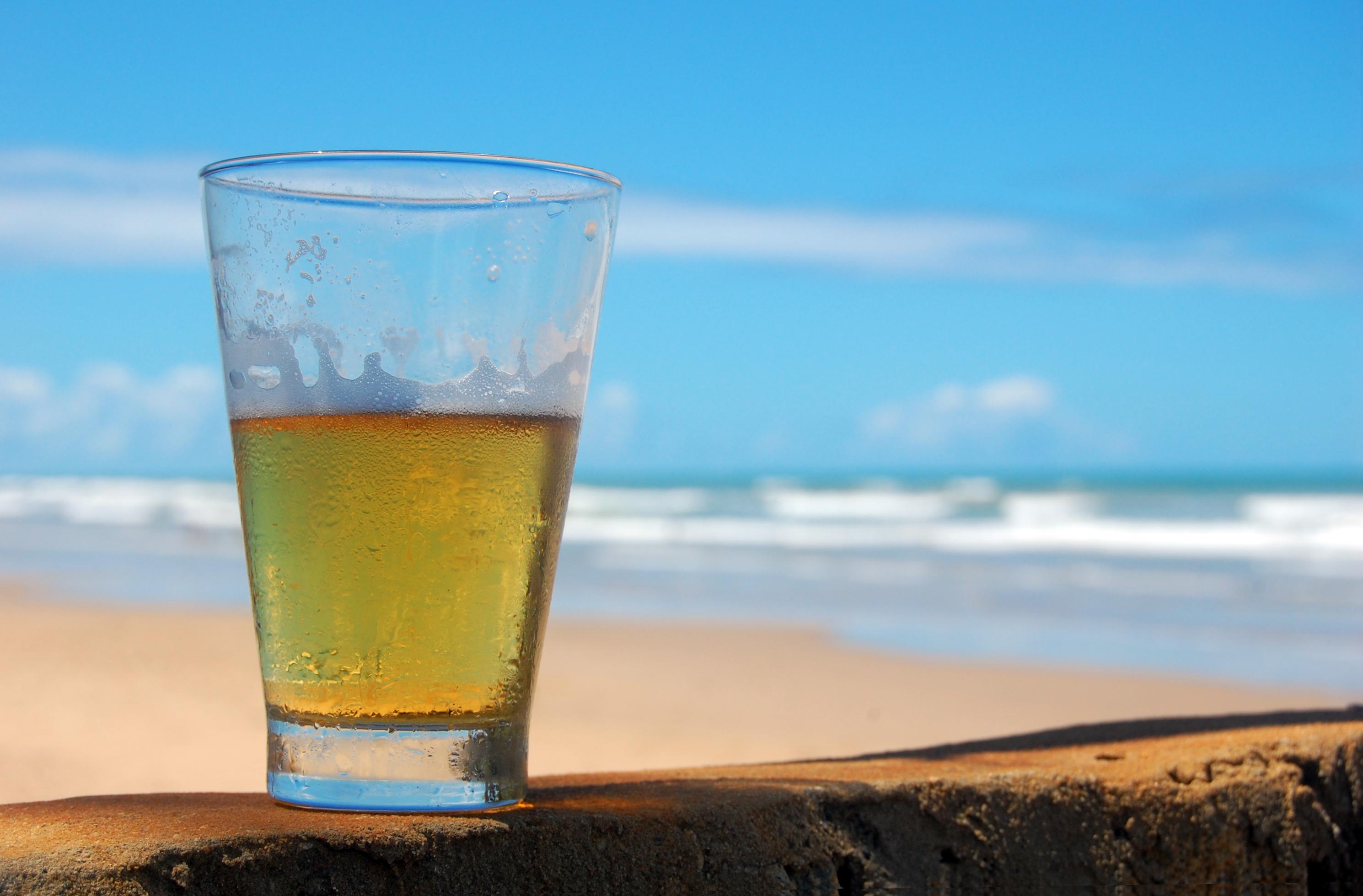 Beer_on_The_Beach.jpg