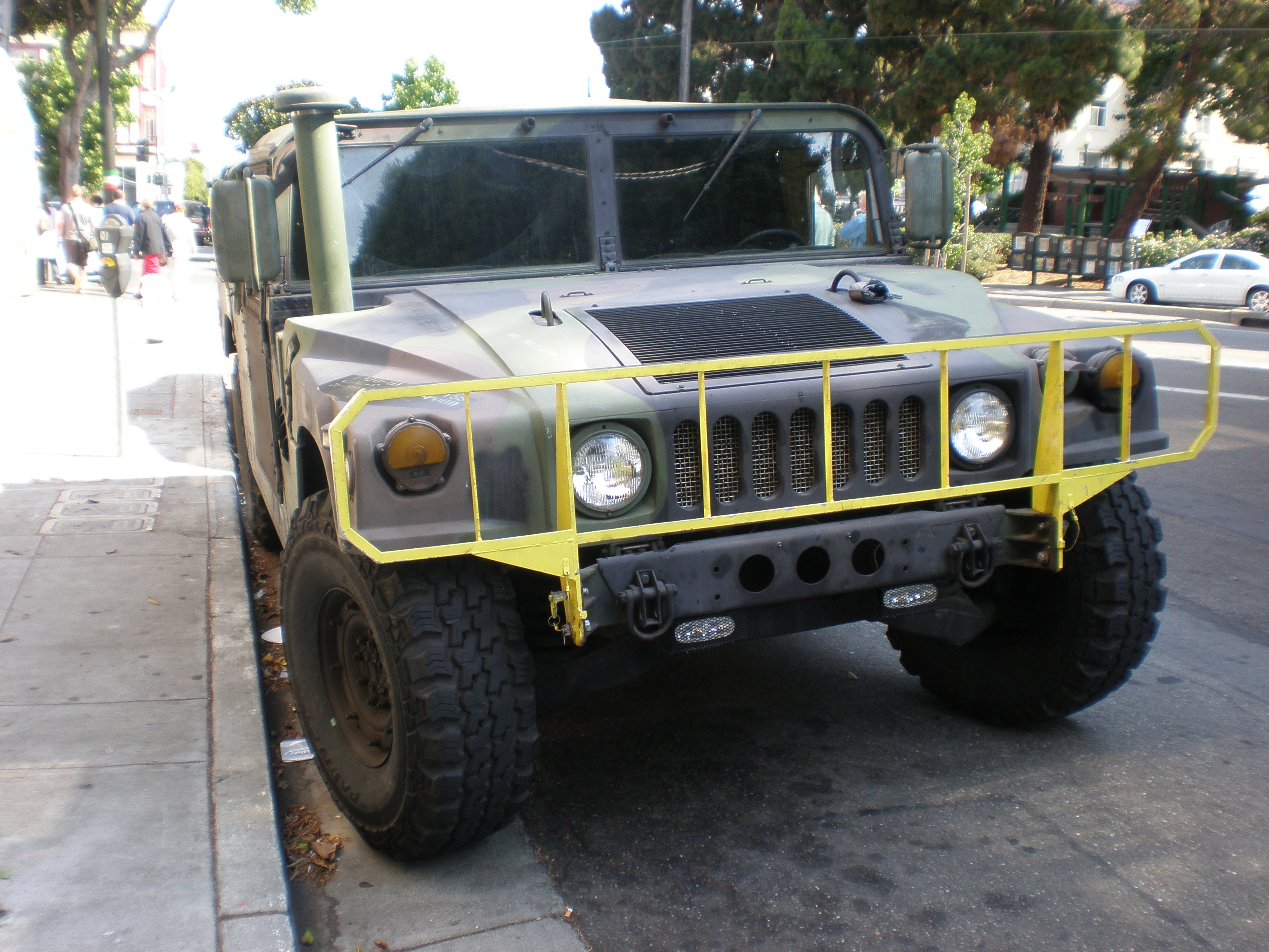 File Camo Hummer H1 front JPG Wikimedia mons
