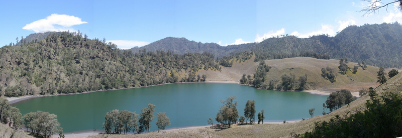 https://i1.wp.com/upload.wikimedia.org/wikipedia/commons/b/bd/Ranu_kumbolo.jpg
