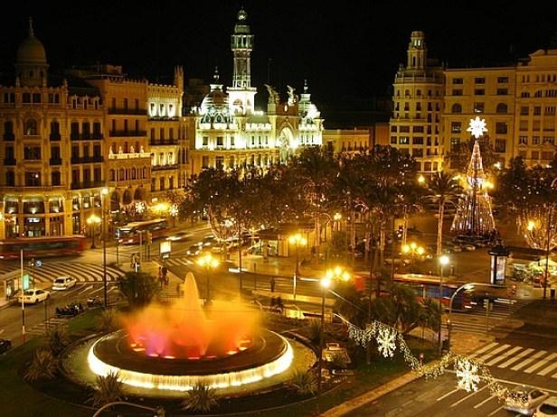 Plaza-de-ayuntamiento-madrid-spain