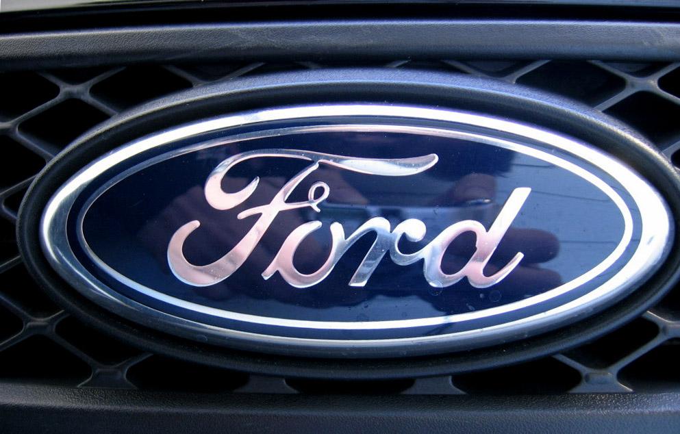 https://i1.wp.com/upload.wikimedia.org/wikipedia/commons/b/bf/Black_Ford_Fiesta_X100_-_008.jpg