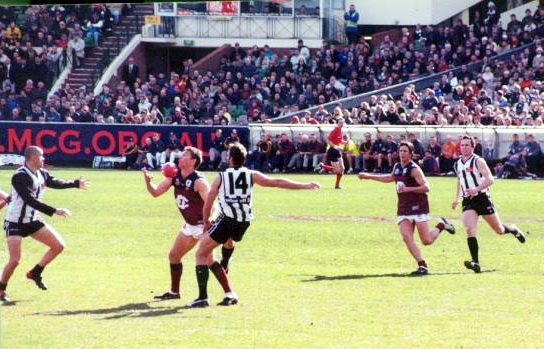 Australian rules football - Wikimedia Commons