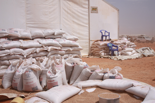 File:Food aid at Dolo Kobe camp, Ethiopia (5949933827).jpg