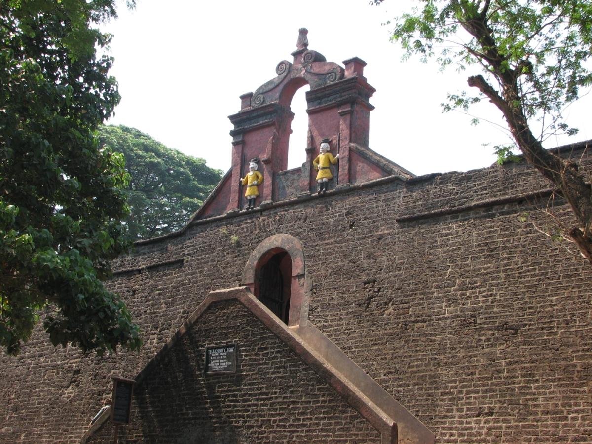 FileThalassery Fort Entrancejpg Wikimedia Commons