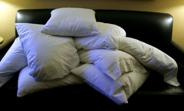 File:Pile of pillows.jpg