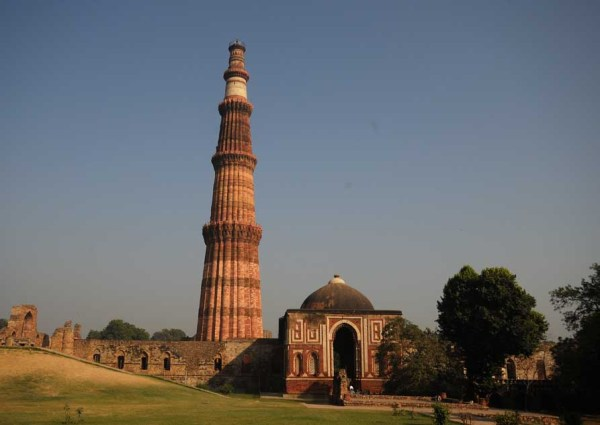 File:A Day at Qutub (2990497209).jpg - Wikimedia Commons