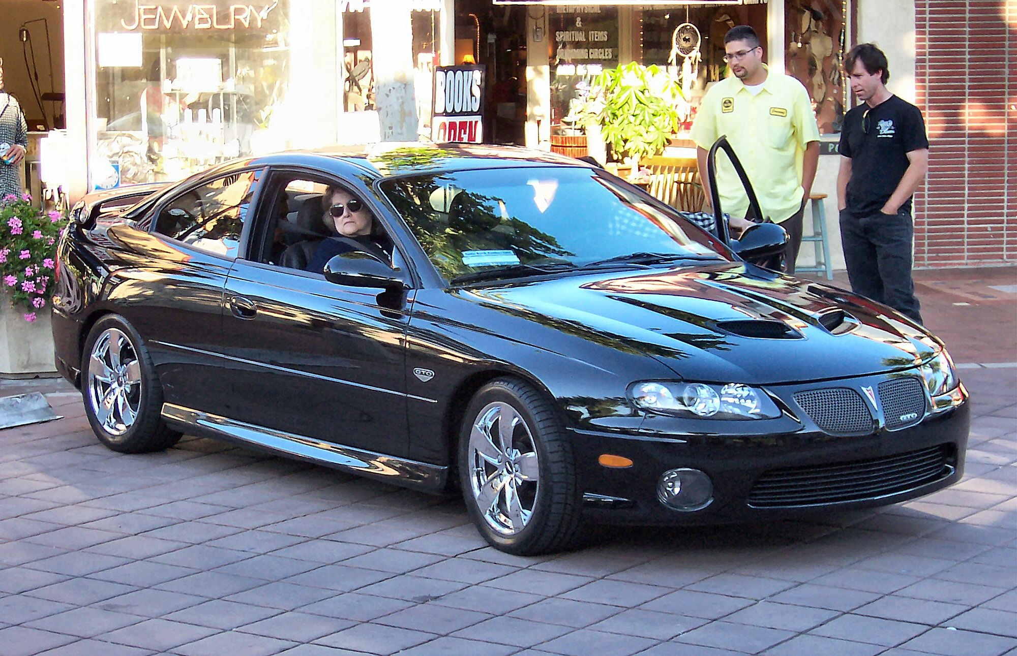 https://i1.wp.com/upload.wikimedia.org/wikipedia/commons/c/c4/2005_Pontiac_GTO.jpg