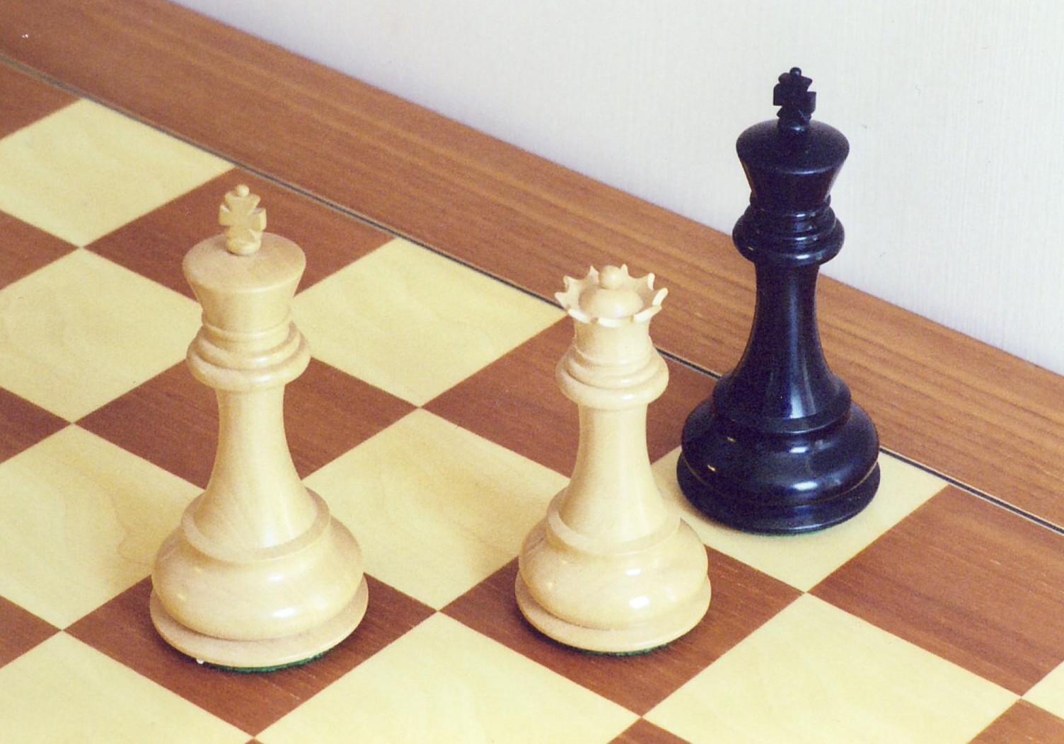 https://i1.wp.com/upload.wikimedia.org/wikipedia/commons/c/c4/CheckmateProper.jpg