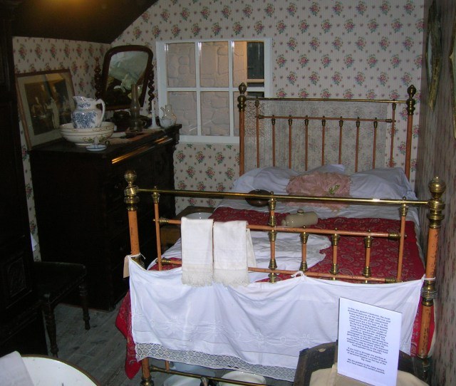 Filethe Victorian Bedroom At Dalgarven Jpg