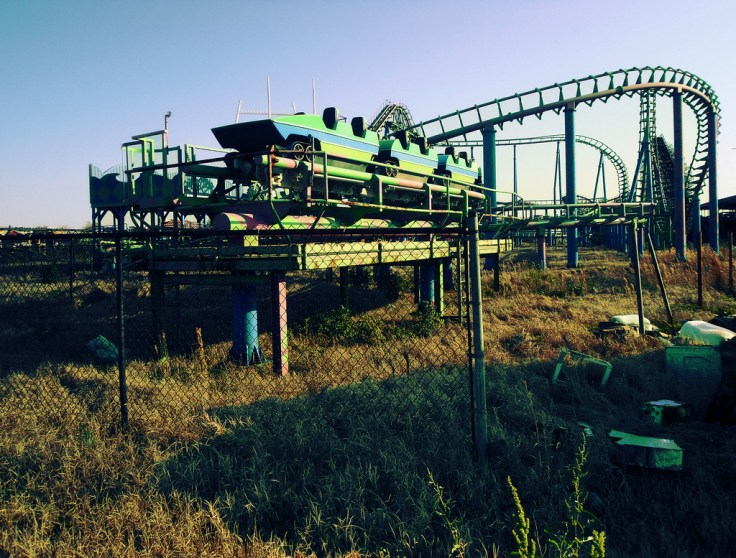 https://i1.wp.com/upload.wikimedia.org/wikipedia/commons/c/c5/End_of_the_Line_at_Six_Flags_New_Orleans.jpg?w=736&ssl=1