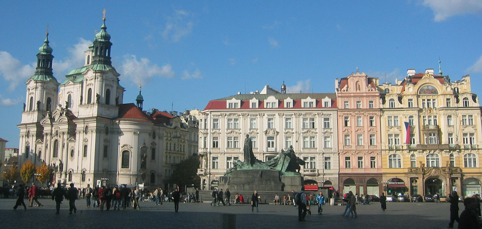 https://i1.wp.com/upload.wikimedia.org/wikipedia/commons/c/c5/Praha_staromestske_namesti_2003.jpg