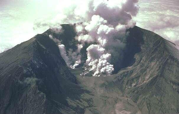 Mt St Helens' sulfur fumes shortly after eruption 1982