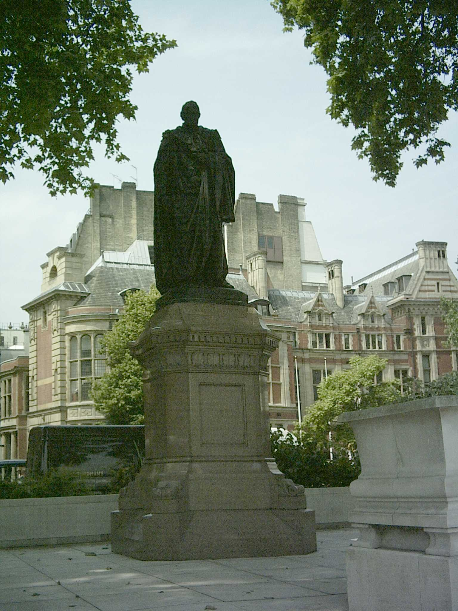 English: Benjamin Disraeli statue, Parliament ...