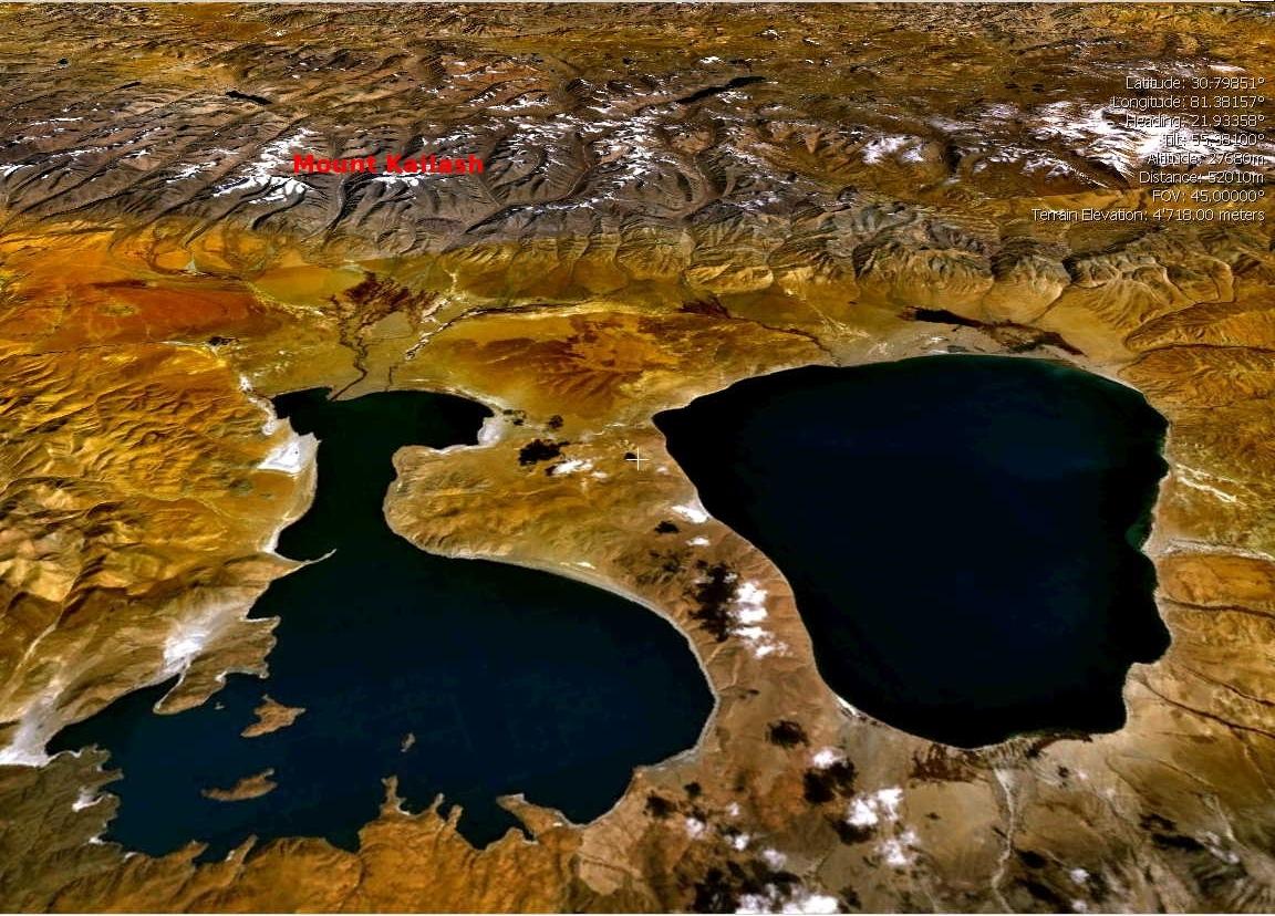 À droite, le lac Manasarovar / Mapam Yumtso, à gauche le lac Rakshastal / Langa Tso, au fond le mont Kailash / Tise - Wikicommons