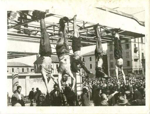 Mussolini e Petacci a Piazzale Loreto, 1945
