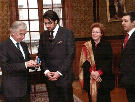 File Prince Salman Reciving The Gold Medal From University Of