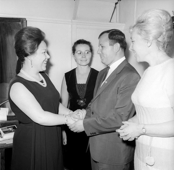 File:Renata Scotto, Valentina and Yuri Gagarin 1964.jpg ...