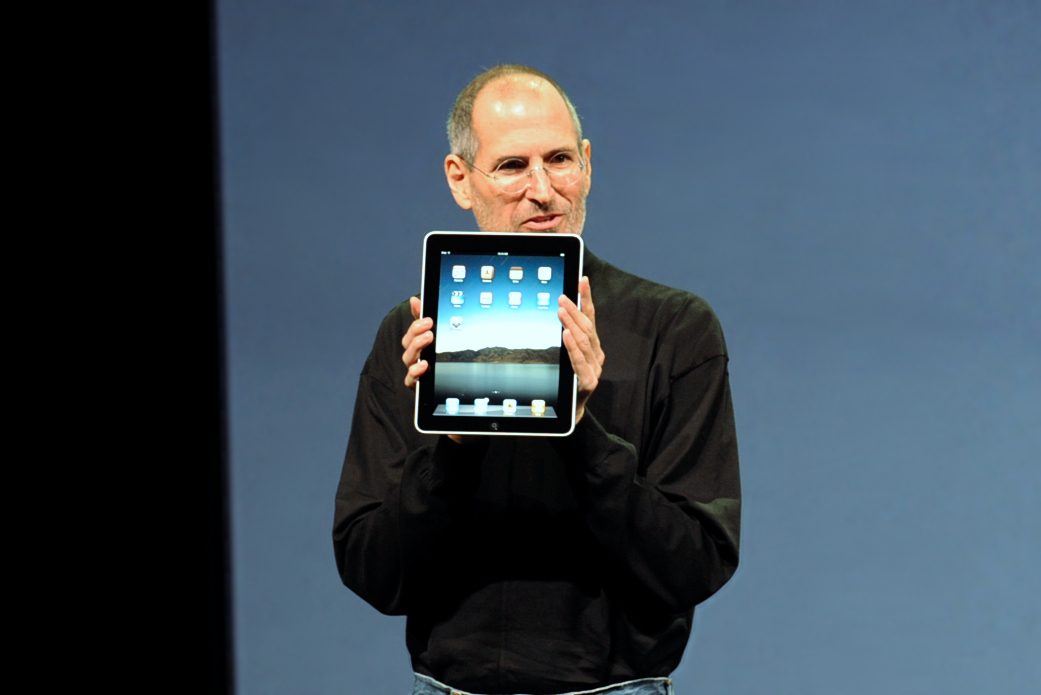 Photo of Steve Jobs holding an IPad taken by Matt Buchanan