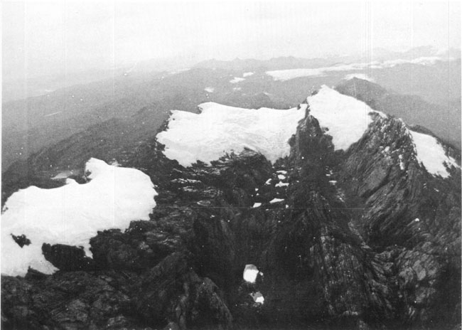 https://i1.wp.com/upload.wikimedia.org/wikipedia/commons/c/cb/Puncak_Jaya_icecap_1972.jpg