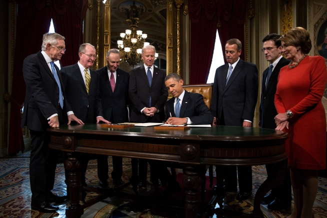File:Barack Obama signs 2013 inauguration proclamation.jpg