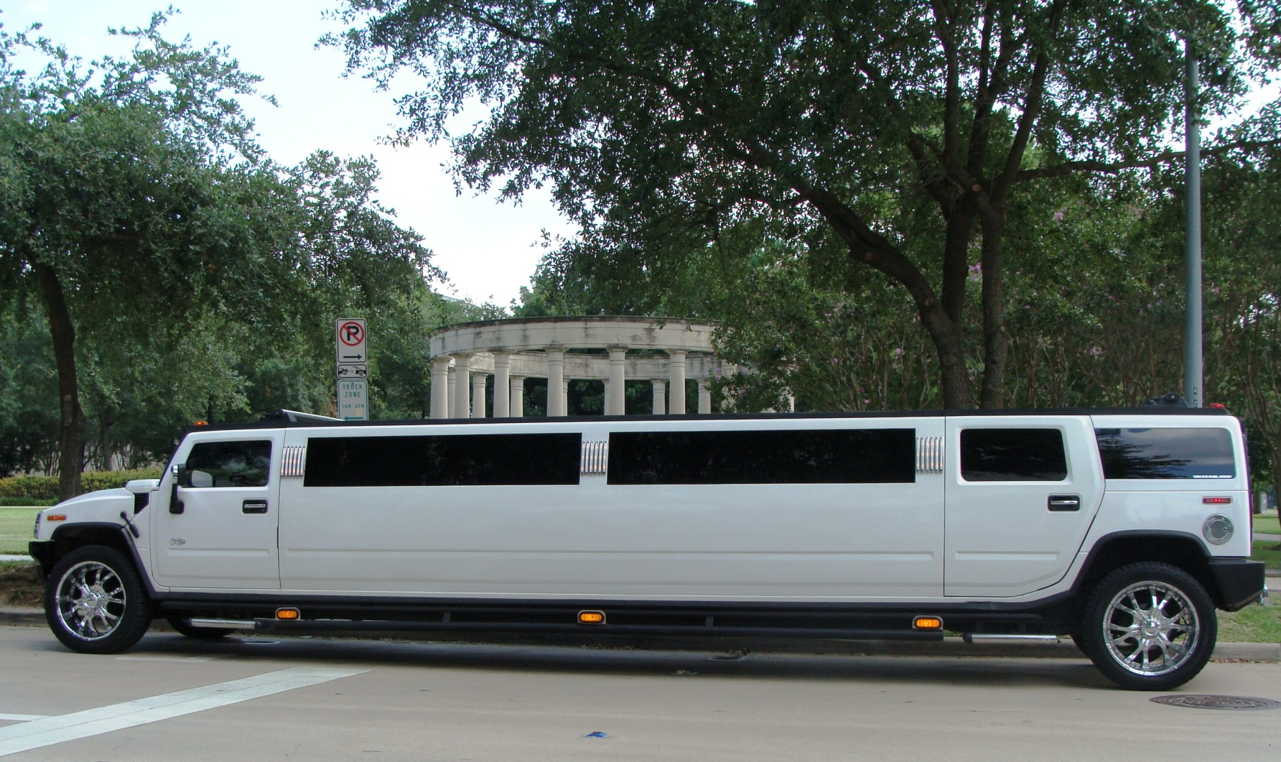 File Hummer Limo in Houston JPG Wikimedia mons