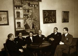 Kinostyret i Oslo, med direktør Kristoffer Aamot (til venstre) i spissen, var pådrivere i Oslofilm-prosjektet. Særlig hadde kinodirektøren klare meninger om oslofilmene. Bilde fra 1951.