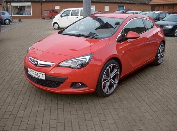 File:2011 Opel Astra GTC.jpg - Wikimedia Commons