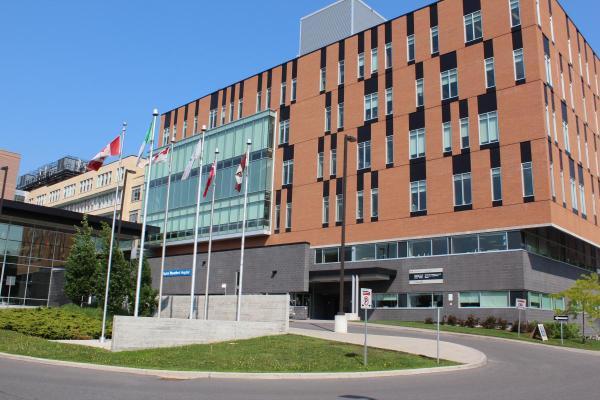 Montfort Hospital - Wikipedia