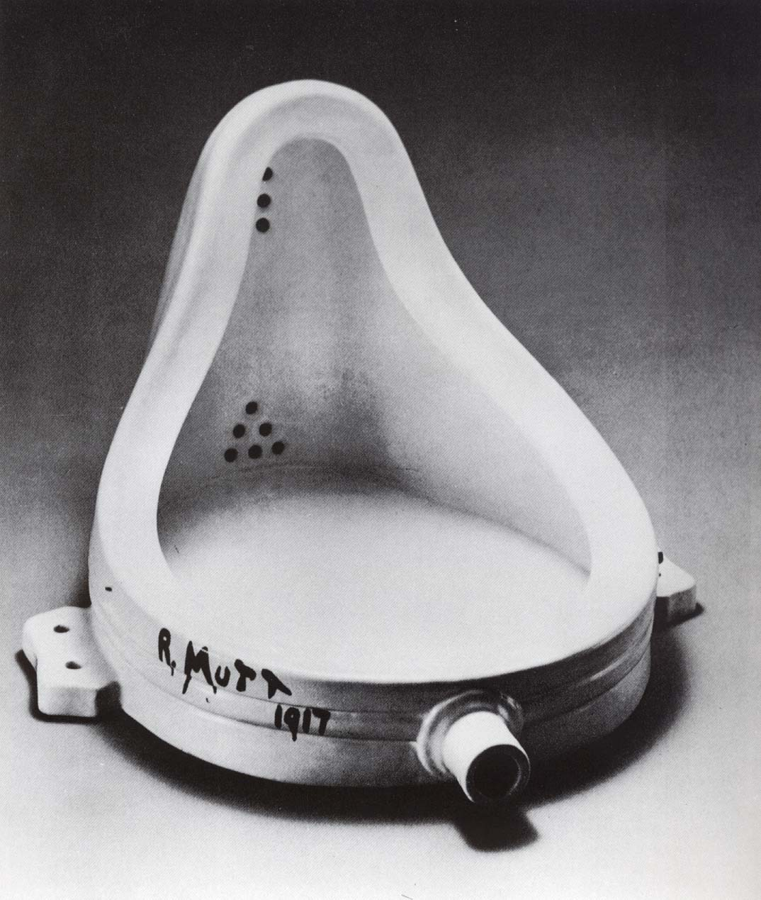 https://i1.wp.com/upload.wikimedia.org/wikipedia/commons/c/ce/Marcel_Duchamp.jpg