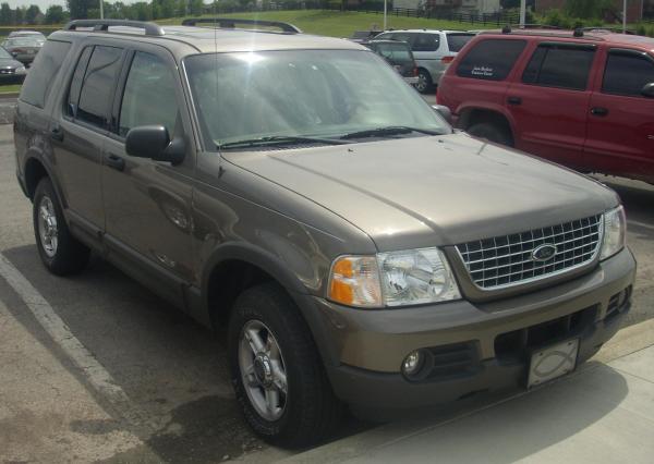 File:2002-2003 Ford Explorer.JPG - Wikimedia Commons