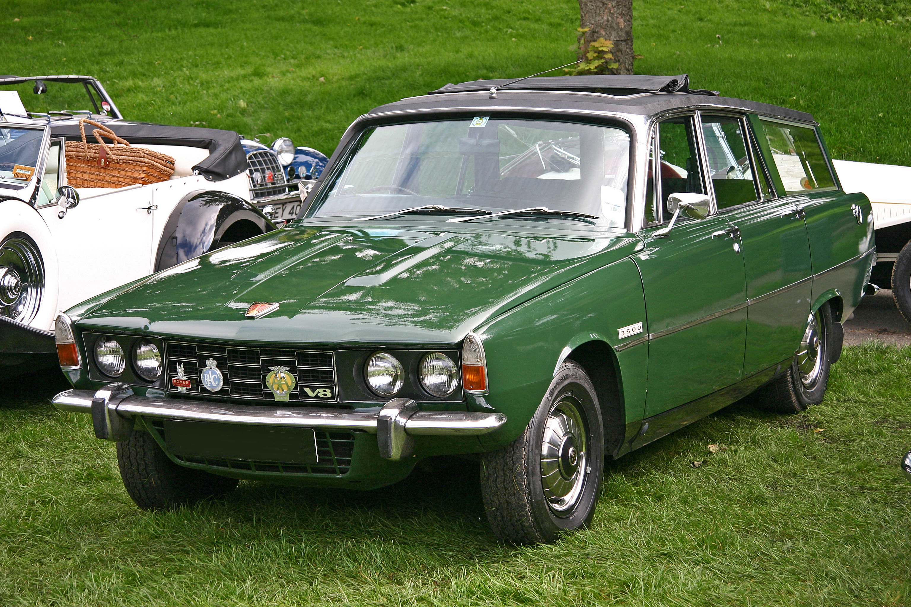 File Rover 3500 Estate front Wikimedia mons