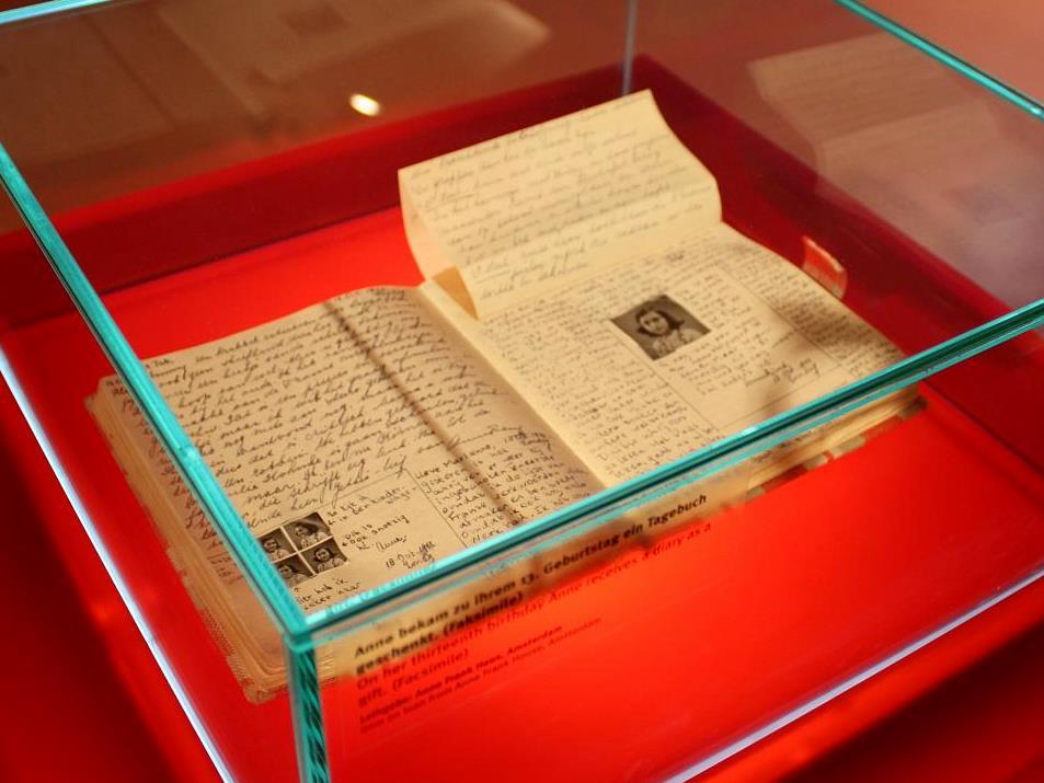 Il diario di Anne Frank. Facsimile esposto presso l'Anne Frank Zentrum di Berlino.