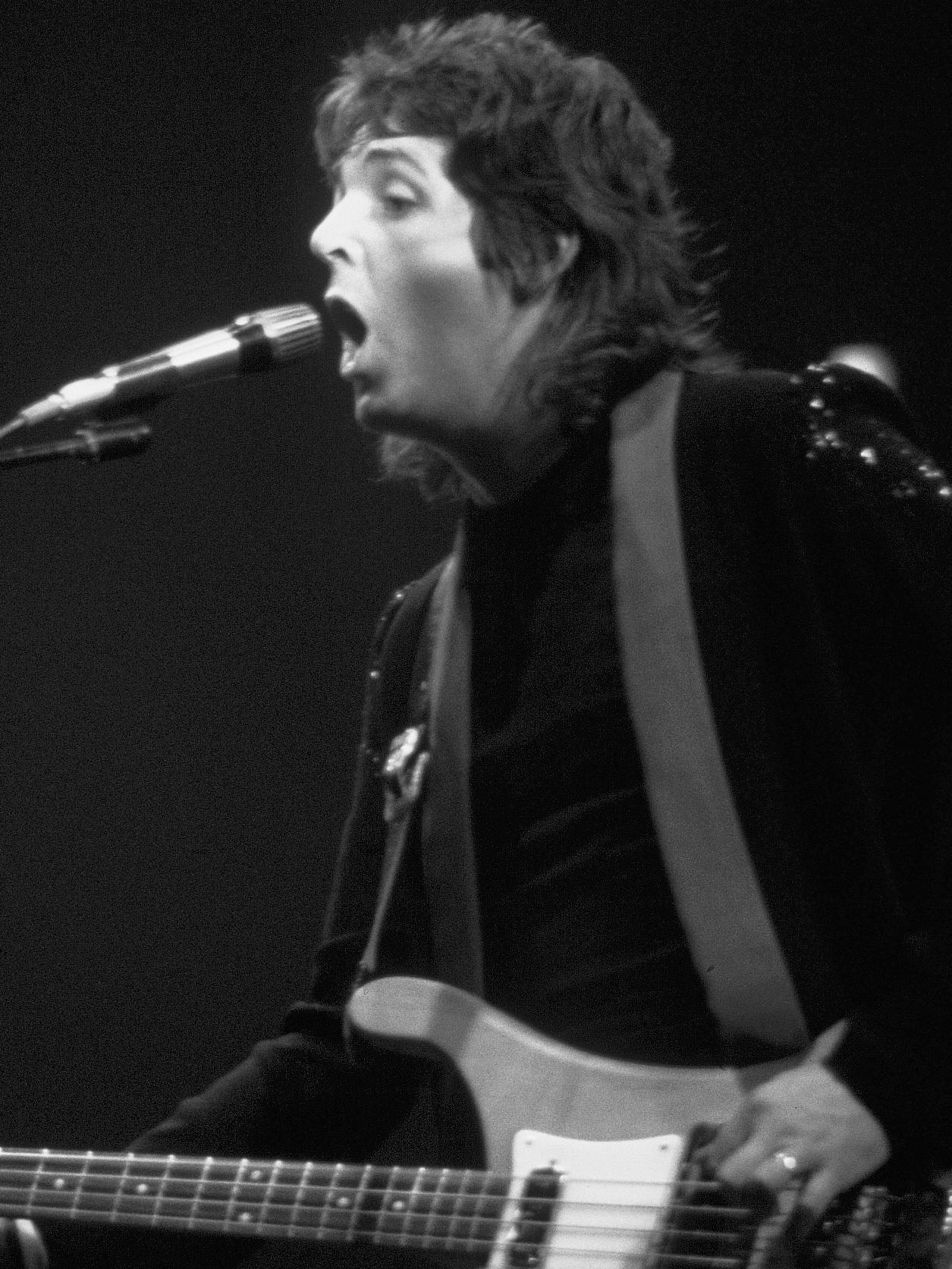 Sabes a quien compuso Paul McCartney su tema «Martha My Dear»?