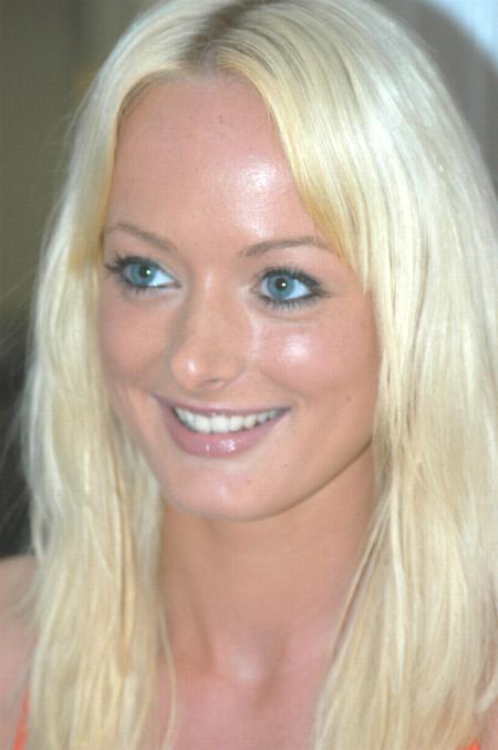 https://i1.wp.com/upload.wikimedia.org/wikipedia/commons/d/d7/Melissa_Lauren.jpg