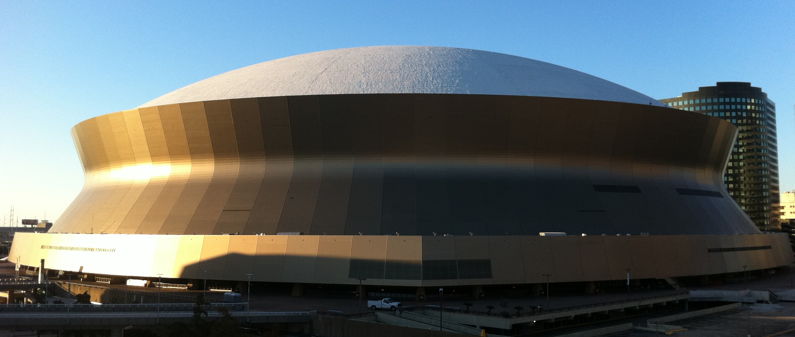 The super bowl s superdome stadiafile for Mercedes benz new orleans service