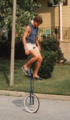 English: Man riding giraffe unicycle