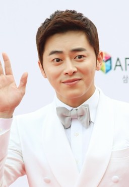 Jo Jung-suk on the red carpet of The Musical Awards, 3 June 2013 02