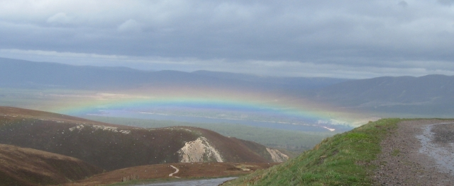 English: Rainbow below photographer from Cairn...